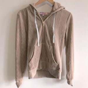 Juicy Couture   nude logo patterned velour top